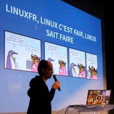 BenoîtSibaud devant la diapo «Geekscottes»